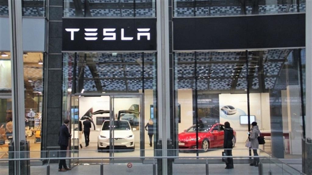Tesla Store Milano Gae Aulenti